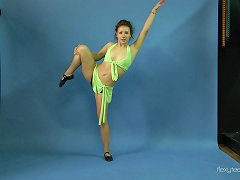 Attractive Flexible Minx Strips Down And Spreads Her Long Legs