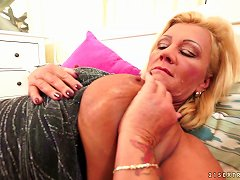 Delicious Mature Chick With A Hairy Beaver Gets Penetrated Hard