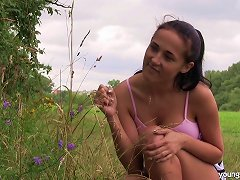 Nicole Love Spreads Her Legs For A Formidable Outdoor Sex Game