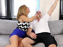 Fresh Bimbo Gets Huge Fuck Stick Into Her Vagina Porn Videos