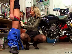 Mechanic And Piss Craving Girl