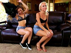 Pussy Easting Lesbians On The Leather Couch Getting Sticky