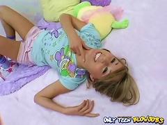 Sexy Teen Alyssa Hall Wants You To Chillax