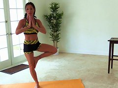 Yoga MILF With Amazing Back And Leg Tattoos Is Insanely Fit
