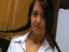 Mind-blowing Teen With Braids Shows Her Naked Body