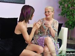 She's A Mature Lesbian Chick And She Wants To Have Fun With A Teen