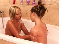 Bath Time With Lusty Teen Ladies Means Kissing And Cunt Licking