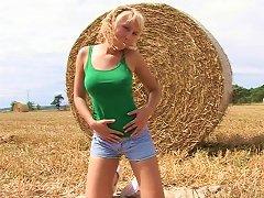 Buxom Teen With Long Blonde Hair Enjoying A Fantastic Vibrator Fuck