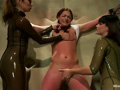 Honey Is Under Submission Of Bobbi Starr And Felony
