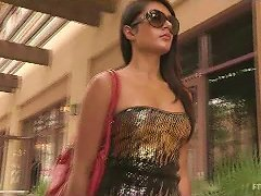 Horny Shazia Makes A Hot Show On The Street Arousing The Passers