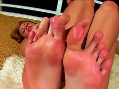 Naughty Teen Posing Her Soft Feet