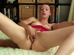 Nicoleta Is Rubbing Her Shaved Puss