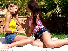 Regi And Anne In A Naughty Pussy Licking And Fingering In Lesbian Bang Scene