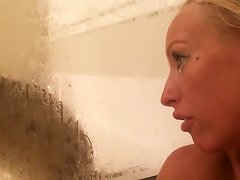 Cute Girls Show Her Pussy In Bathroom