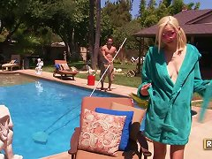 Rylie Richman Gets A Suntan And Facial Fuck Next To The Pool