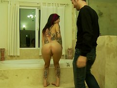 Sexy Emo Punk Joanna Pounded By A Throbbing Rod In A Bathroom