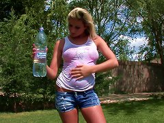 Curvy Babe With Long Hair In Wet T-shirt Fingering Her Pussy In Reality Shoot