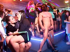 Big Cocks Of Male Strippers Pleasure Ladies At The Club