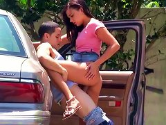 Horny Couple Gets Off The Car To Fuck