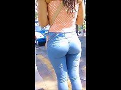 Peruanita Con Delicioso Culito En Jeans Ajustados