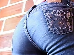 A Shows Her Ass While Wearing Jeans
