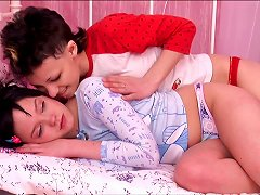 Hot Brunette Lesbos Fuck With A Two Headed Dildo In Bed